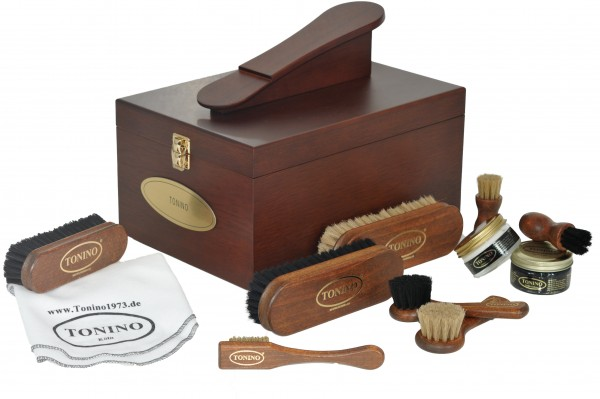 Shoe-shine box style Verona filled with engraving.