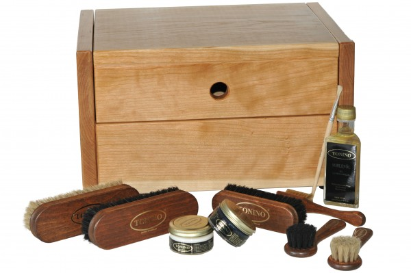 Shoe cleaning box Ancona in solid cherry tree with or without engraving